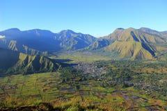 Góra Rinjani i sembalun wioska obraz royalty free