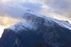 Góra Rundle i wczesnego poranku światło Obrazy Royalty Free