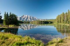 Góra Rundle od Kaskadowych stawów Zdjęcia Stock