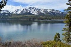 Góra Tallac i Spadać Liść jezioro Kalifornia Obrazy Royalty Free
