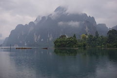 Góra w Chao Lan tamie obrazy stock