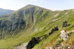 Góra w postaci trójboka Zielona góra Obraz Stock