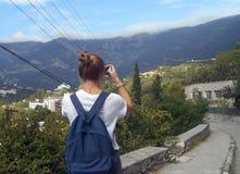 Góra, wycieczkuje, kobieta, natura, krajobraz, podróż, potomstwa, niebo, turysta, góry, widok, ludzie, trekking, plenerowy, wycie zdjęcie stock