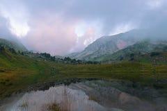 Góra z jeziorem Zdjęcia Royalty Free