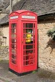 GÓRNA rzeź, GLOUCESTERSHIRE/UK - MARZEC 24: Defibrillator ja Obrazy Stock
