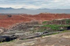 Górnicze usyp ciężarówki pracuje w lignitu coalmine Fotografia Stock