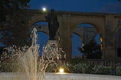 Górny Barrakka ogródów los angeles Valletta Malta przy nocą zdjęcie stock
