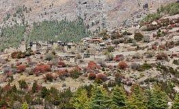 Górny Pisang, wioska w Nepal na stromym wzgórzu/ zdjęcia royalty free