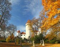 Górska chata Konopiste w jesień dniu, republika czech obraz royalty free