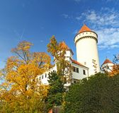 Górska chata Konopiste w jesień dniu, republika czech Obrazy Royalty Free