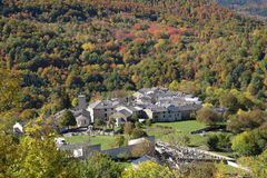 Górska wioska Counozouls w Pyrenees fotografia stock