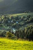 górska wioska w lasach Środkowy Europa Zdjęcie Stock