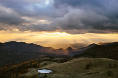 górski krajobrazu światła słońca Zdjęcia Stock