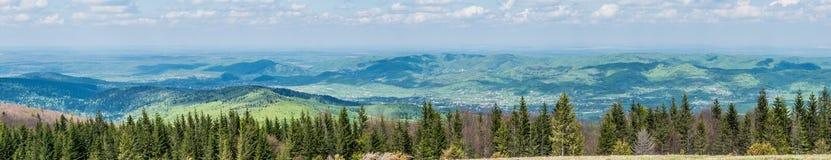 Górskie wioski w Carpathians panoramiczny zdjęcia stock