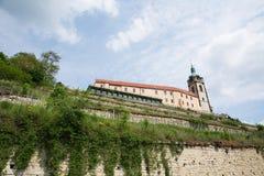 Górskiej chaty MÄ› lnÃk i winnicy, republika czech zdjęcie royalty free