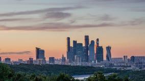 Góruje Moskwa miasta zmierzchu czasu upływ 4K zdjęcie wideo