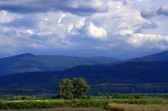 Góry burzowy niebo Zdjęcia Royalty Free