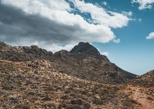 góry chodzić Wycieczkować i turysty trasy na wyspie Crete, Grecja Sposób sławna Balos plaża na gorącym zdjęcie royalty free