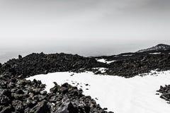 Góry Etna szczyt z śnieżnymi i powulkanicznymi skałami, Sicily, Włochy Obrazy Royalty Free