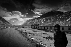 Góry Everest Podstawowy obóz z lokalnym tybetańczykiem Zdjęcie Royalty Free