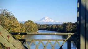 Góry froma dżdżysty przeglądać most obrazy royalty free
