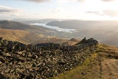 góry gromadzka jeziorna ściana zdjęcia royalty free