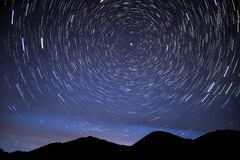 Góry gwiazdy śladów nieba łuna Zdjęcie Stock
