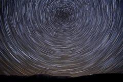 Góry gwiazdy śladów niebo krąży Obrazy Stock