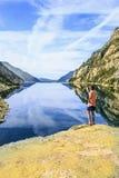 Góry i jeziorna fotografia z odbiciem obrazy stock