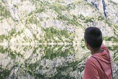 Góry i jeziorna fotografia z odbiciem fotografia stock