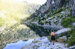 Góry i jeziorna fotografia z odbiciem zdjęcia royalty free