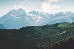 Góry i lasu Krajobrazowy lato Podróżują dziką naturę Obrazy Royalty Free