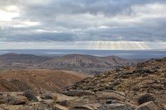 Góry i morza krajobraz Fuerteventura obrazy royalty free