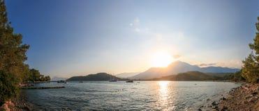 Góry i morze Zdjęcia Stock