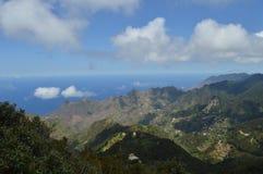 Góry i morze krajobraz w Tenerife wyspach kanaryjska obraz royalty free