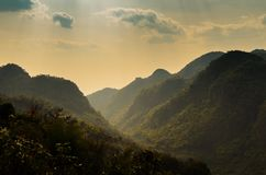 Góry i nieba chmurny krajobraz przy Chiang mai okręgu tha Fotografia Royalty Free