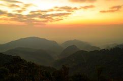 Góry i nieba chmurny krajobraz przy Chiang mai okręgu tha Obrazy Stock