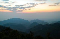 Góry i nieba chmurny krajobraz przy Chiang mai okręgu tha Obraz Stock
