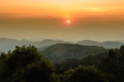 Góry i nieba chmurny krajobraz przy Chiang mai okręgu tha Zdjęcie Royalty Free