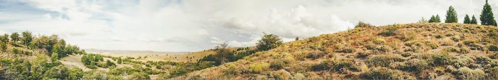 Góry i pole Obrazy Royalty Free