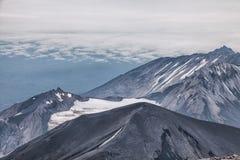 Góry i volcanoes Piękny krajobraz Kamchatka Penins fotografia royalty free