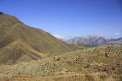 Góry i woda w Pyrenees Urdiceto Obrazy Stock