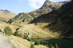Góry i woda w Tena dolinie, Pyrenees Urdiceto Obrazy Royalty Free