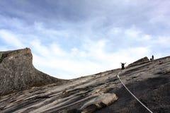 Góry Kinabalu szczyt z wycieczkowiczami w sylwetce Obraz Royalty Free