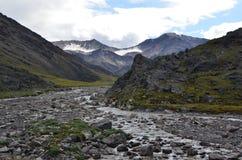 Góry krajobraz z lodowami i rzeką Fotografia Stock