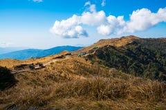 Góry krajobrazowa brown trawa, droga Sandakphu przy Sikkim, Wewnątrz Obraz Royalty Free
