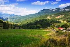 Góry kształtują teren w letnim dniu Obrazy Stock