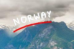 Góry kształtują teren w Norwegia Fotografia Royalty Free