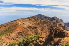 Góry kształtują teren, wyspy i ocean Zdjęcie Stock