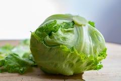 Góry lodowa sałata, zielony warzywo od miejscowego rynku, rolny świeży p fotografia stock